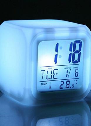 Настольные часы хамелеон Куб Color change с термометром