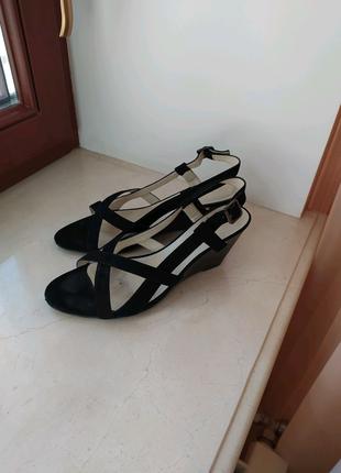 Туфлі на танкетці BRASKA