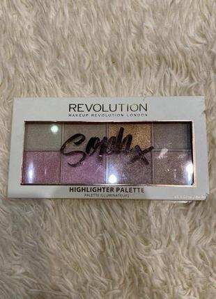 Палетка хайлайтеров makeup revolution highlighter soph x