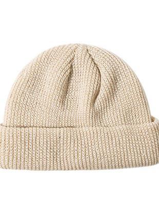 Шапка бини тренд сезона, короткая шапка бежевая