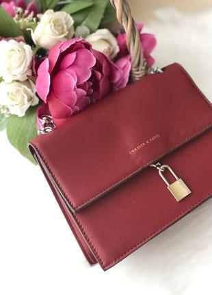 Красная сумка на плечо клатч