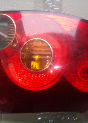 Задний фонарь правий на тойота авенсис универса.2006л