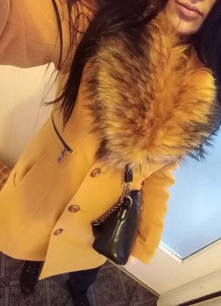 Жіноче красиве пальто