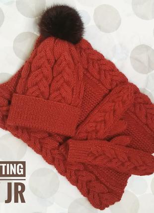 Вязаный комплект шарф-снуд, шапка и варежки
