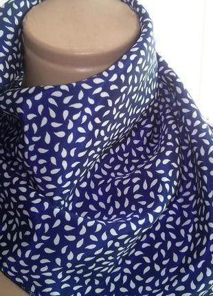Яркий платочек на шею
