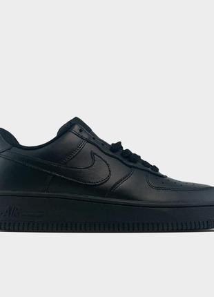 Nike air force 1 low black.