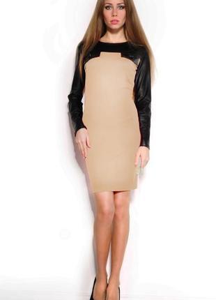 Приталенное платье со стеганными вставками