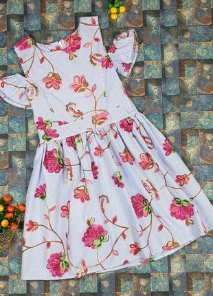 Платье с вышитыми цветами для девочки