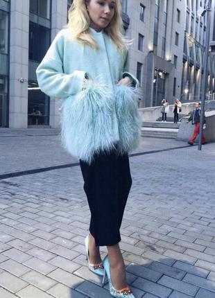 Трендовое пальто с мехом ламы мятного цвета