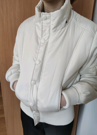 Куртка для дівчинки на вік 10-12 років, без капюшона ,стан нової.