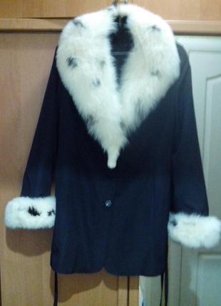 Женское пальто (куртка) с меховой подстежкой и с шикарным воро...