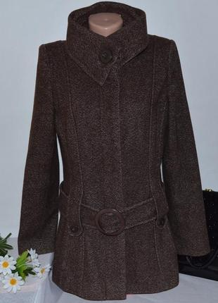 Коричневое шерстяное демисезонное пальто с поясом и карманами ...