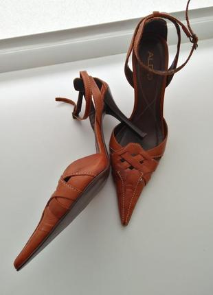 Туфли с острым носком мысом aldo кожа
