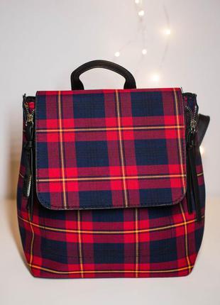 Красный рюкзак в шотландскую клетку stradivarius италия