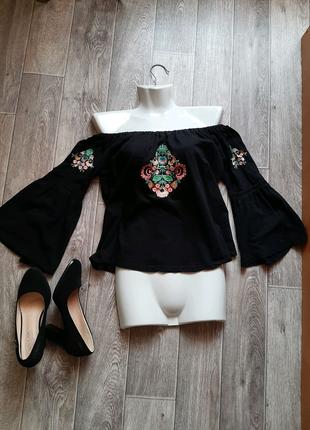 Чёрная блузка с открытыми плечами бренда Primark 46-48 размера.
