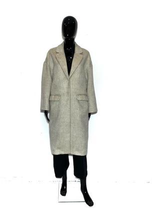 Отличное пальто в длине миди в стиле оверсайз на кнопках