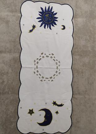 Декоративная салфетка с вышивкой и аппликацией дорожка на стол