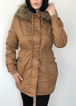 Длиная куртка на меху с капюшоном женская беживая парка