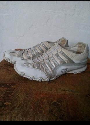 Фирменные кроссовки без шнурков