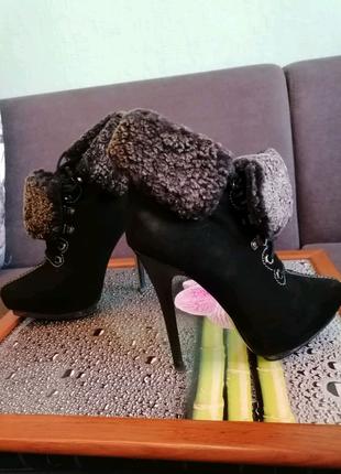 Новые натуральные ботинки