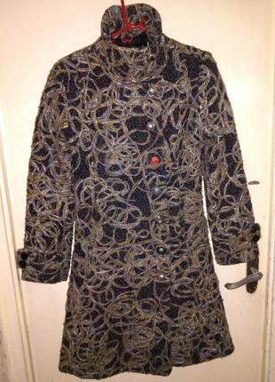 Эффектное пальто с подкладкой,карманами,c разноцветными,шикарн...