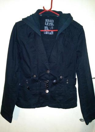 Натуральный,стильный,джинсовый жакет-куртка с капюшоном,карман...