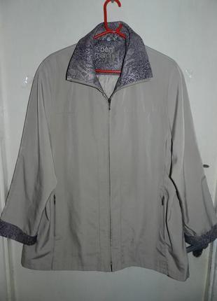 Приятная,бежевая куртка-ветровка, с леопардовыми манжетами и в...