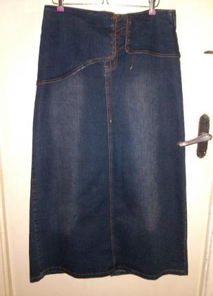 Длинная,джинсовая,стрейч юбка с потёртостями,баской и шнуровко...