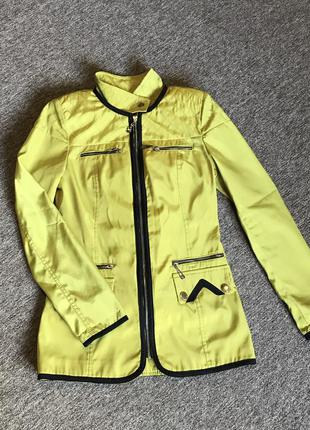 Весенняя легкая куртка, плащ, ветровка
