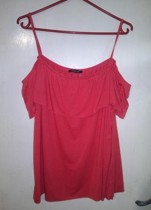Стильная,трикотажная,красная блуза-футболка с открытыми плечам...