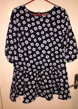 Эффектная, угольно-чёрная блузка в ромашки, с баской и замочко...