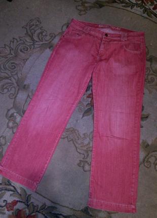 Натурал,стрейч розовато-красные джинсы заводс.потёртостями,бол...