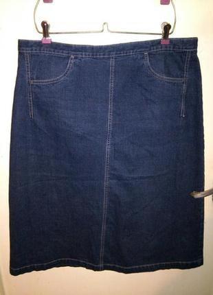 Джинсовая,эластичная юбка с карманами и разрезом-шлицей,большо...