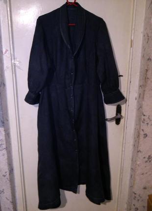 Льняное,асимметричное,длинное,светло-серое платье-рубашка в по...