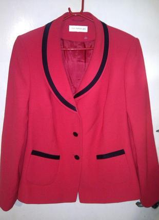 Роскошнейший,элегантный,яро-красный жакет с карманами,большого...