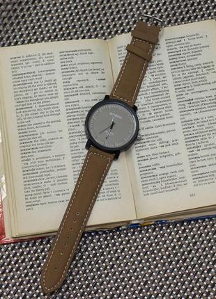 Классные часы коричневые
