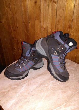 Высокие,классные,деми ботинки-кроссовки,размер 35,по стельке 2...