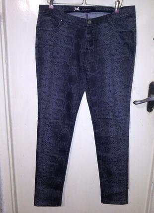 Серые,стрейч,джинсы-скини,с принтом змеи,пот 45см,14-18рр.,den...