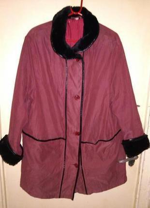 Элегантная,,деми куртка с карманами,мех.манжетами и воротничко...