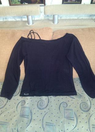 Натуральная,модная,блуза с большим декольте-можно спускать на ...