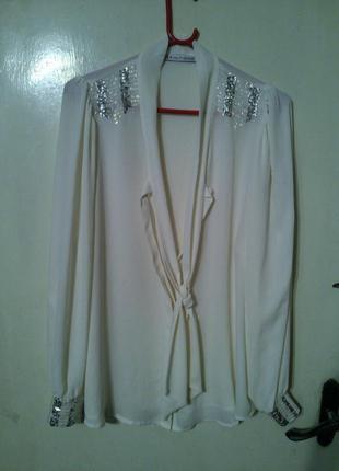 Элегантная,нарядная,молочная  блуза с пайетками и галстуком,бо...