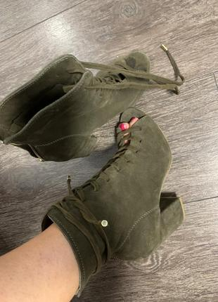Стильные шикарные  кожаные замшевые туфли ботильены с открытым...