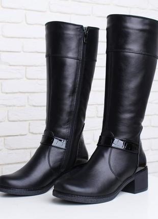 Кожаные женские зимние черные сапоги с лаковыми вставками низк...