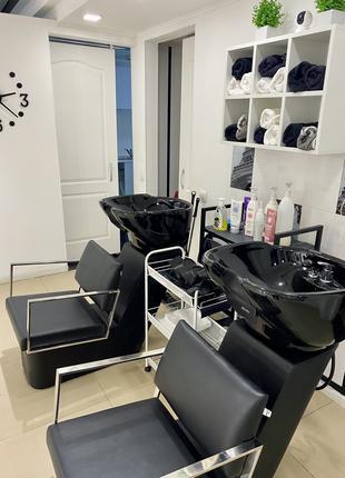 Аренда кресла парикмахера и место мастера маникюра