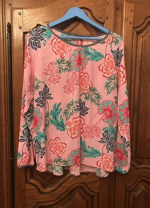 Розовая блузка в цветочный принт