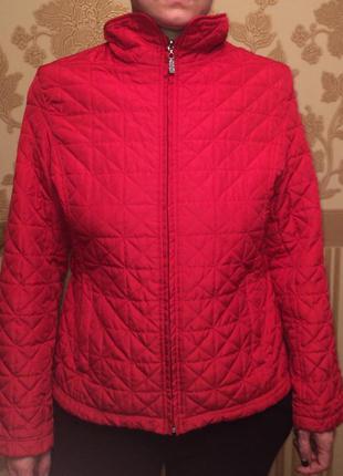 Красная демисезонная стеганая куртка