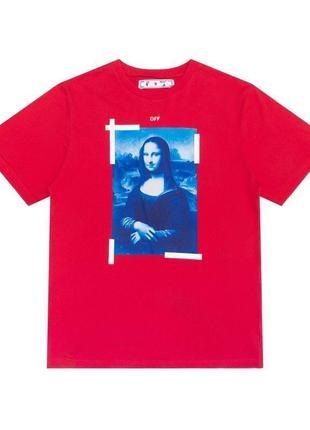 Красная футболка с принтом