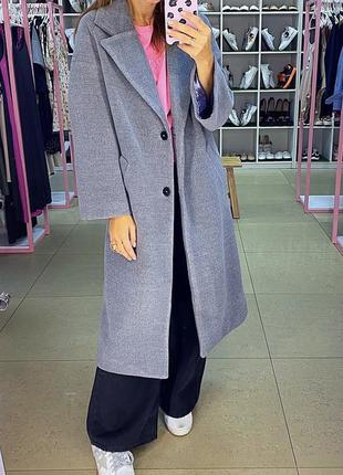Серое шерстяное пальто оверсайз. прямое шерстяное пальто...
