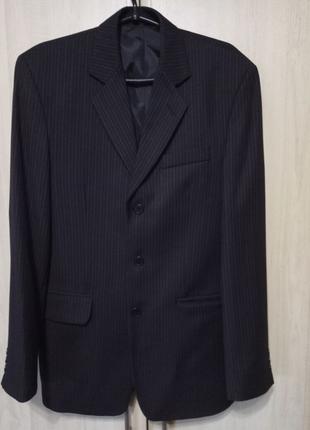 Чоловічий класичний костюм