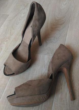 Бежевые пудровые туфли zara collection под замш размер 40
